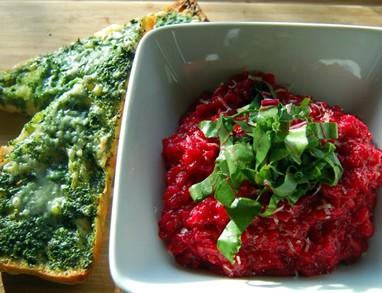 Rdeča rižota z zelenimi ladjicami