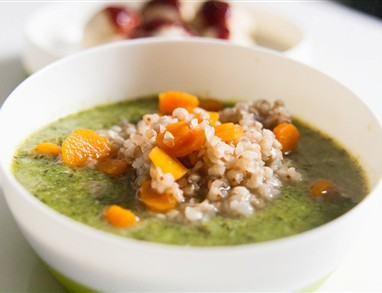 Otroška brokolijeva juha z ajdovo kašo in korenčkom