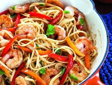 Špageti z mariniranimi kozicami
