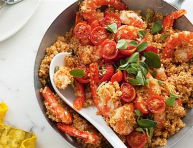 Kvinota s kozicami in pečenim paradižnikom
