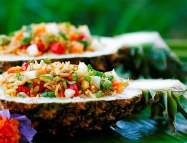 Poletni pečeni riž z ananasom
