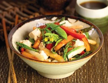 Zelenjava in tofu v voku